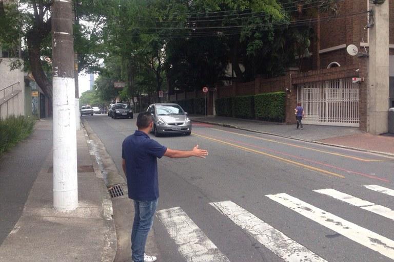 Resultado de imagem para gesto do pedestre