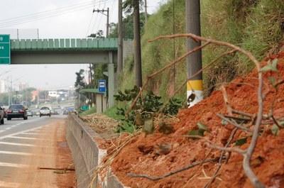 Ecovias realiza obra para conter desmoronamento na Anchieta