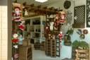 Lojas começam a enfeitar suas vitrines para o Natal