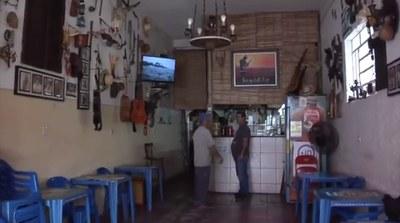 Boteco em São Caetano chama atenção por decoração inusitada
