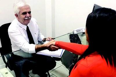 Conheça as atitudes adequadas na hora da entrevista de emprego
