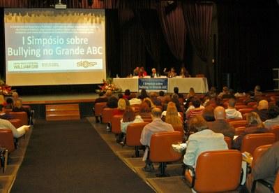 Especialistas são contra a criminalização do bullying