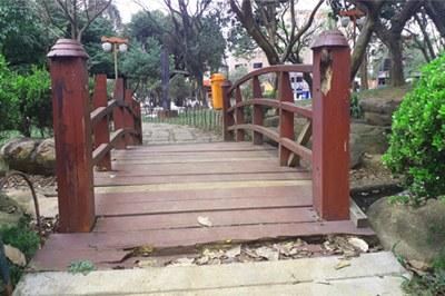 Moradores do Rudge Ramos reclamam da falta de manutenção das praças do bairro