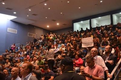 Moradores da região pós-balsa protestam contra bloqueio parcial do acesso na Imigrantes