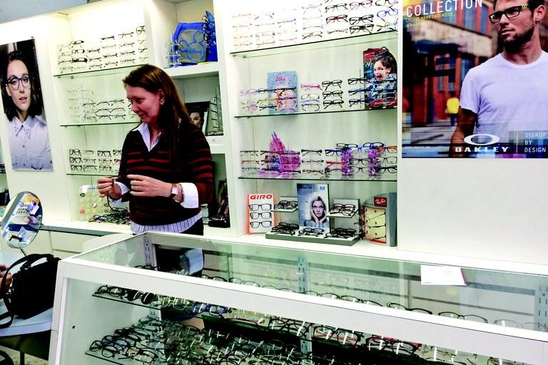 26fd34e032186 Preço de armação de óculos em óticas da região pode variar de R  50 a R  3,5  mil - Foto  Giovanni Pannunzio RRJ